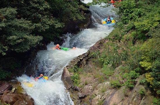 清远黄腾峡生态旅游开发有限公司于2003年经广东省人民政府批准成立